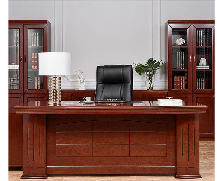 Klassische Büromöbel