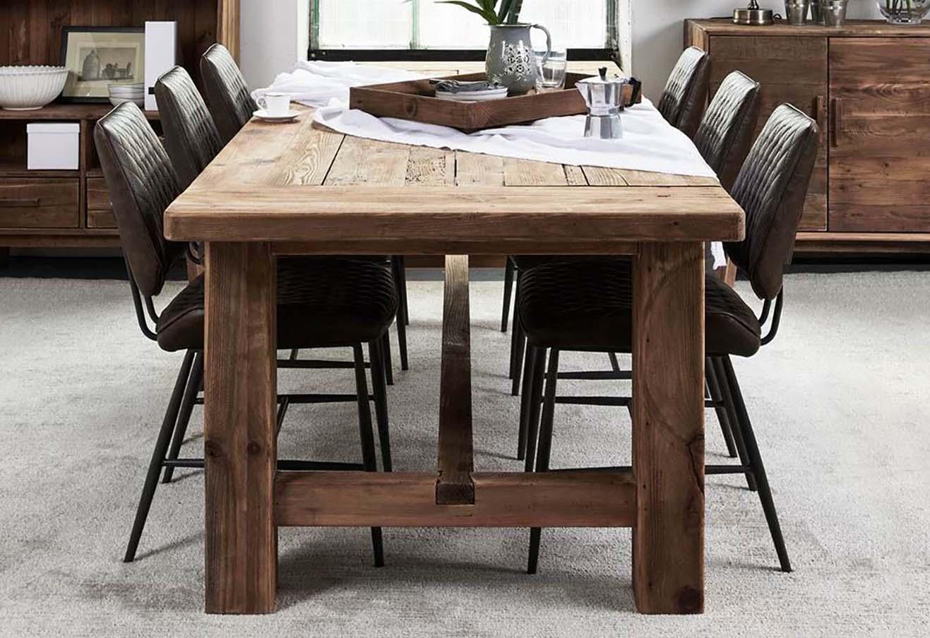 drewniany_stol_w_stylu_rustykalnym