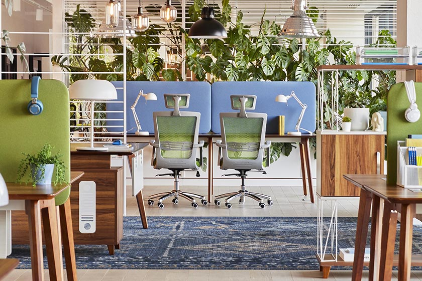Kolekcja Evolutio to nowoczesne meble do biura. Nawiązuje do najlepszych tradycji we wzornictwie. Jest niezwykle plastyczna. Sprawdzi się zarówno w nowoczesnej, jak i bardziej klasycznej aranżacji.