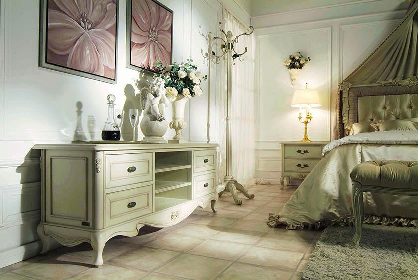 Kolekcja mebli Florence to intrygujący świat osobliwości. Fantazja miesza się tutaj z funkcjonalnością, urok z pragmatyzmem, chłodna, niemal marmurowa biel z alabastrowymi naleciałościami.