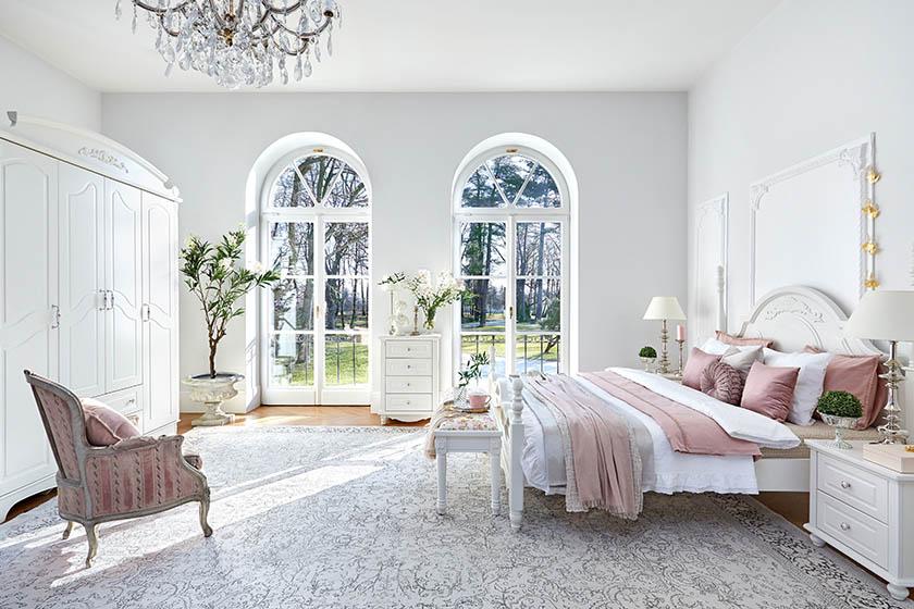 Kolekcja Victoria jest inspirowana stylem angielskim, w którym dominują jasne i przytulne wnętrza. Efekt ten można uzyskać za pomocą odpowiednio dobranych mebli, tkanin i dodatków.